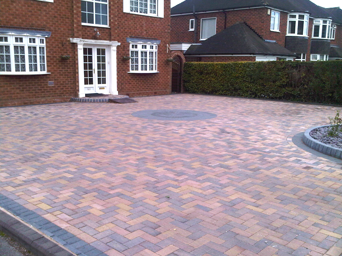 Driveway block paving designs patterns gravel for Front garden block paving designs